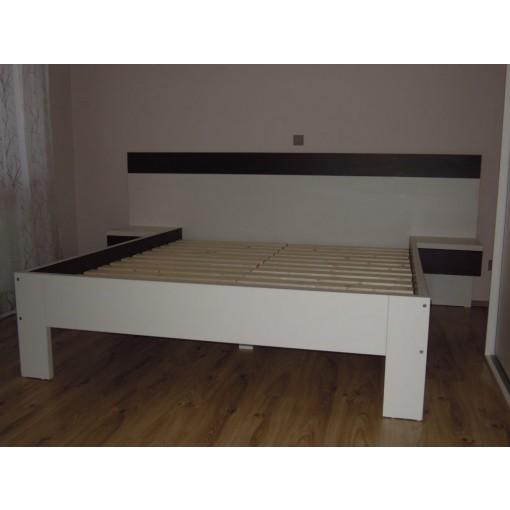 manželská postel široké nohy