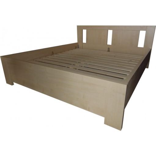 Manželská postel světlá