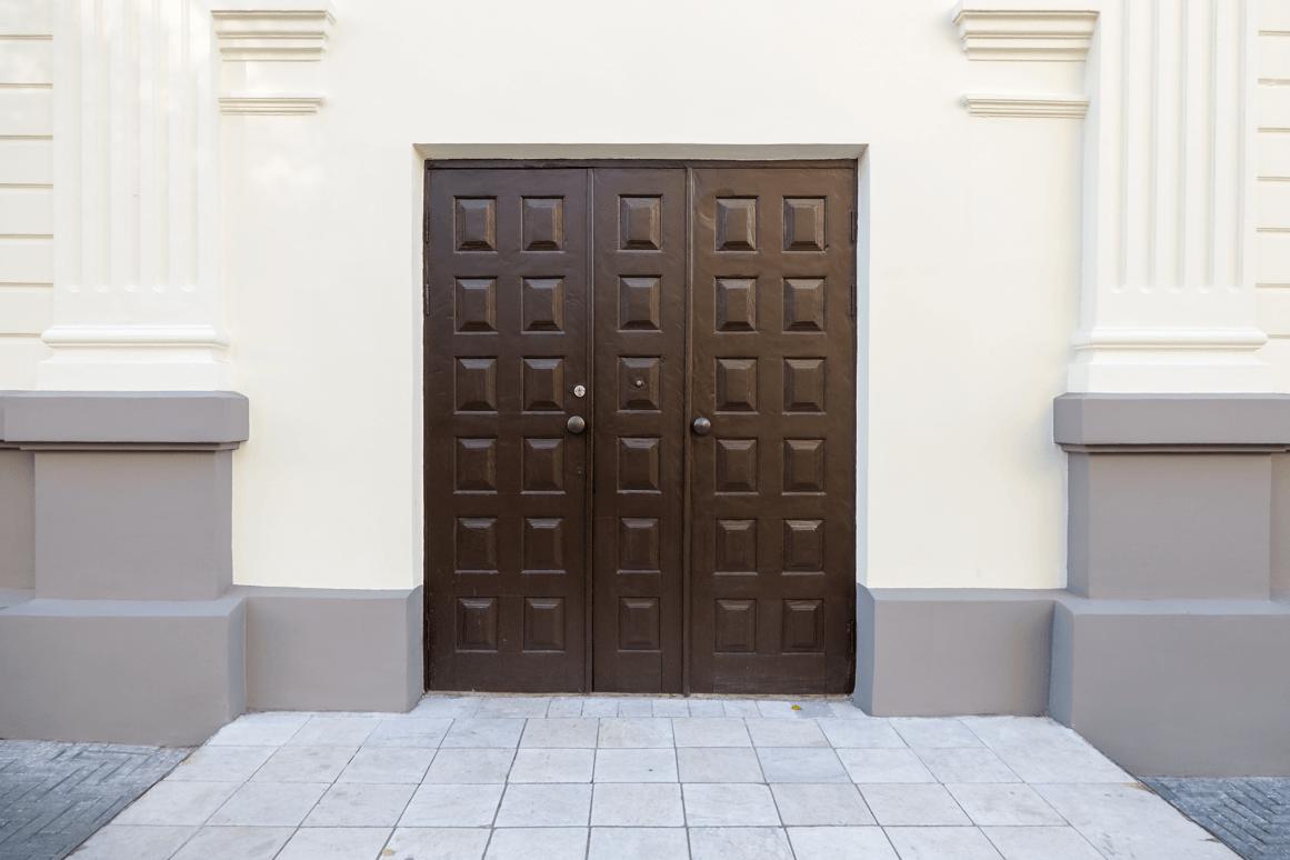 venkovní bytelné dveře