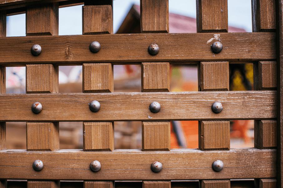 atypické venkovní dveře
