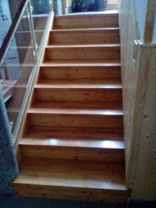 Dřevěné schody na míru