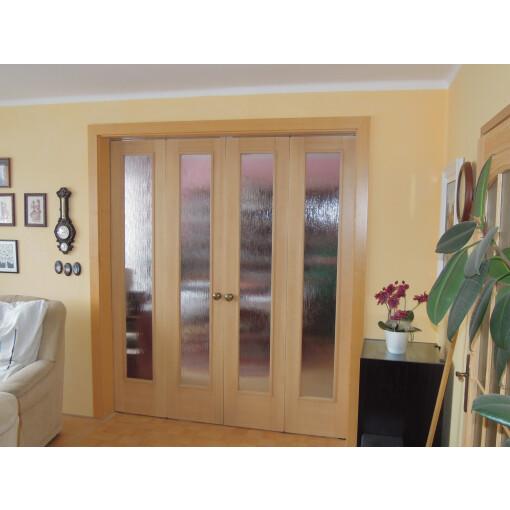 Skládací dveře dřevěné prosklené na míru