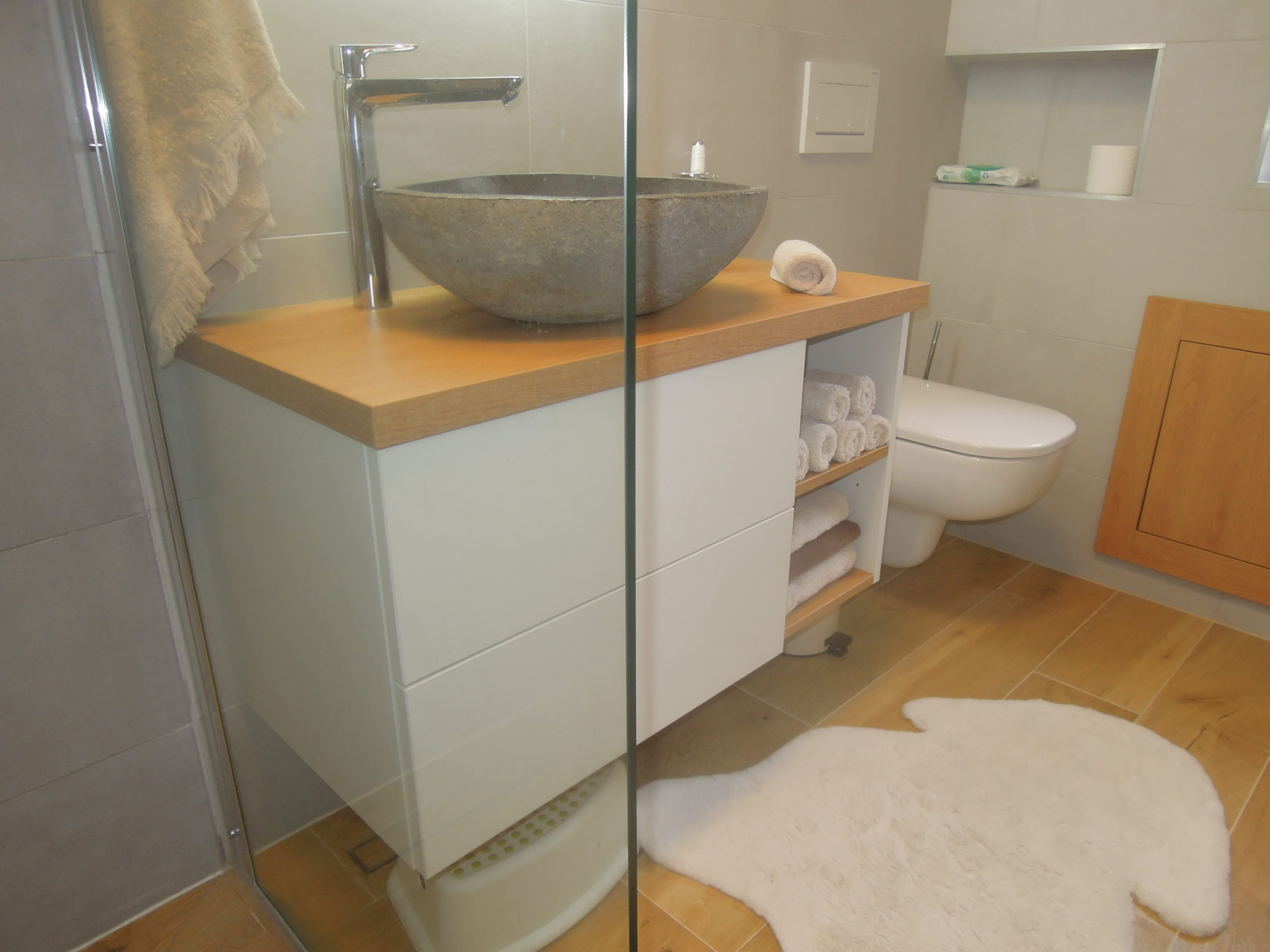 Koupelnové skříňky Dub + bílá